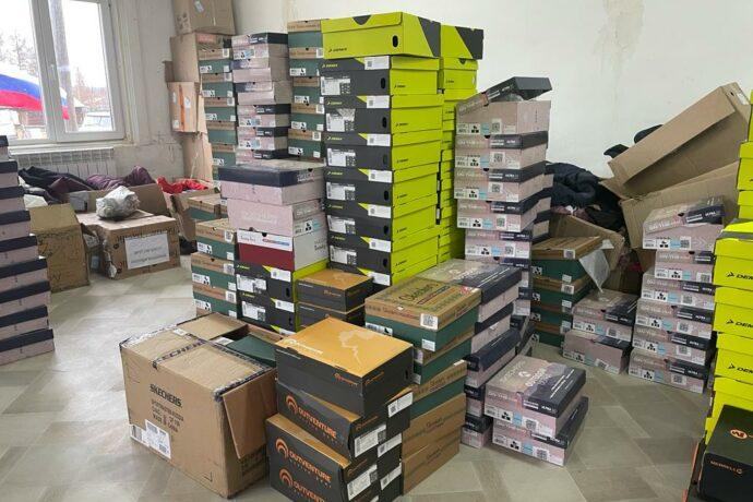 """Компания """"Спортмастер"""" отправила верхнюю одежду и обувь жителям села Бэс-Кюёль Якутии"""