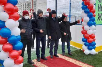 В Якутске появился универсальный комплекс для игры в футбол и хоккей