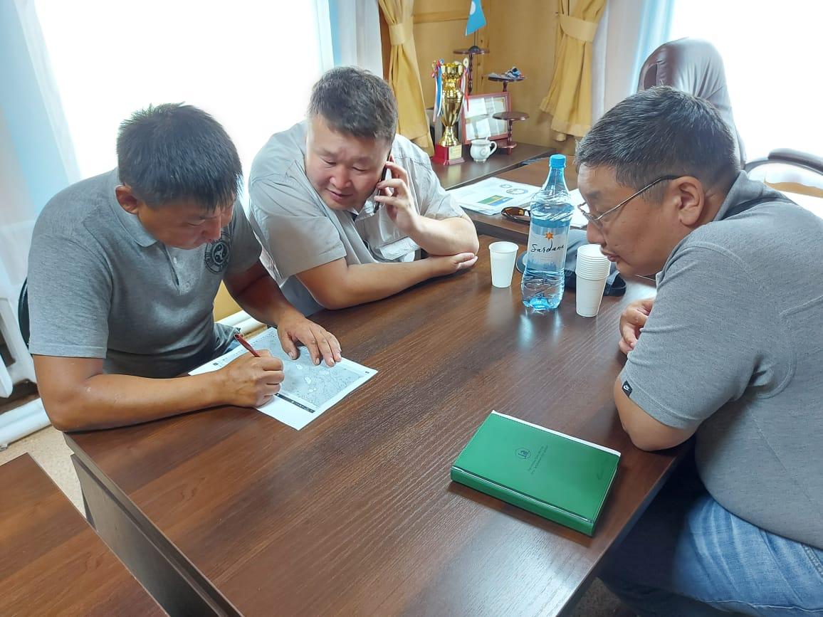 В ликвидации лесного пожара в Усть-Алданском улусе участвуют 62 человека и 5 единиц техники