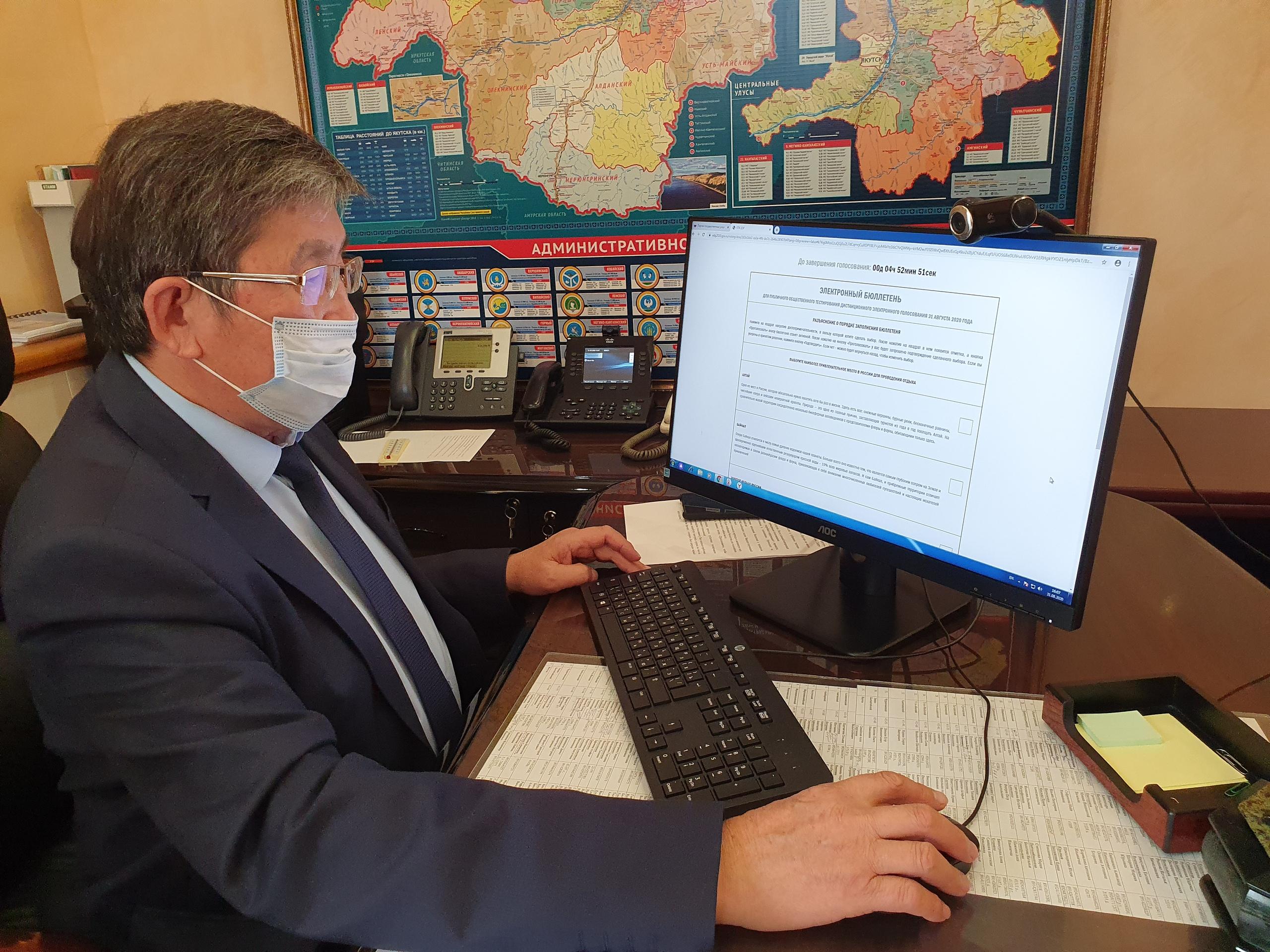 Председатель ЦИК Якутии проверил работу сервиса для дистанционного голосования