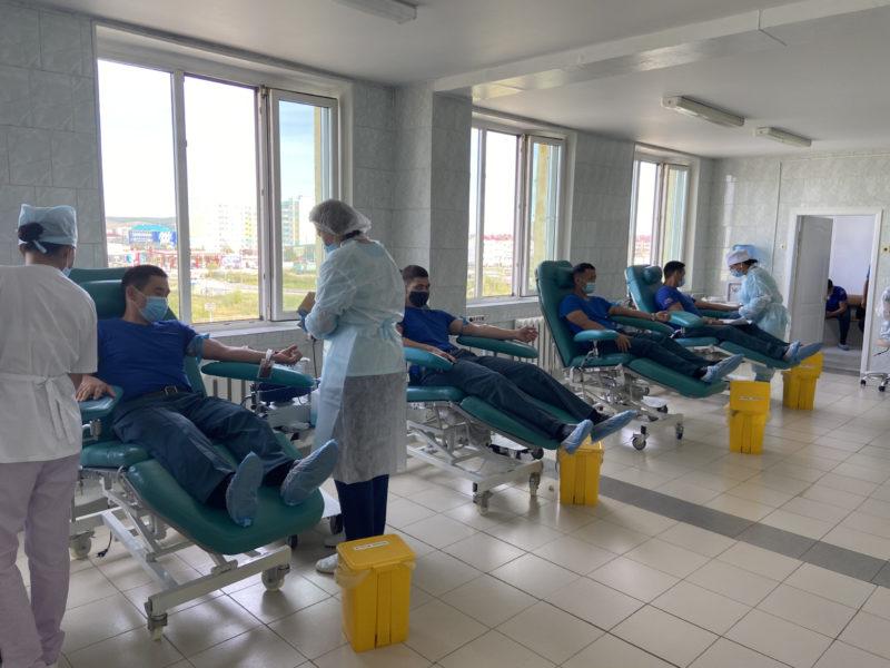 #30добрыхдел. В Якутске сотрудники МЧС сдали кровь