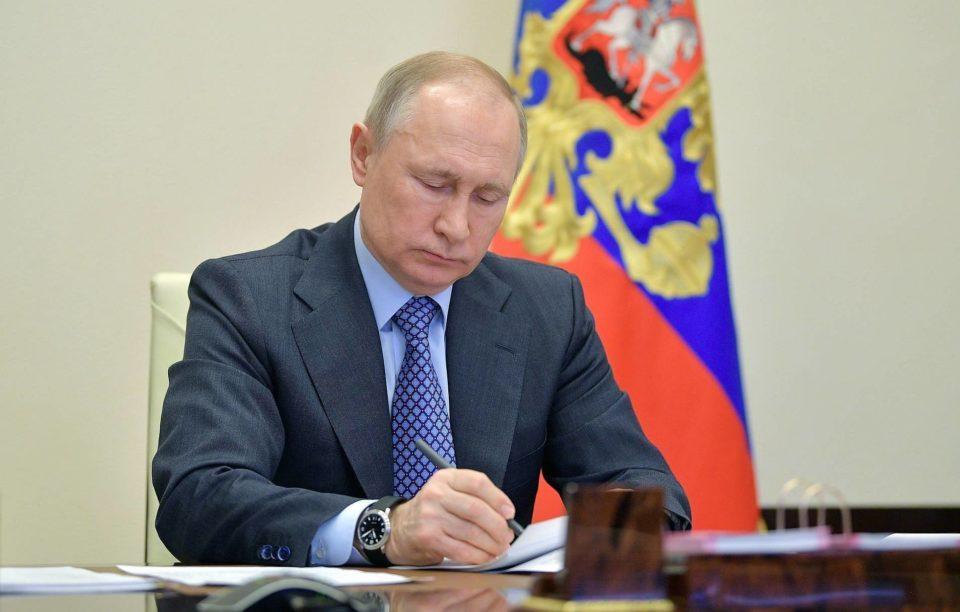 Путин поручил сохранить объемы лечения детей с тяжелыми болезнями