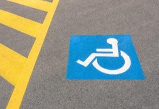 Вступил в силу новый порядок получения инвалидами права на места для парковки транспорта