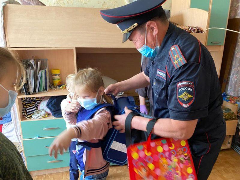 В Якутске прошла благотворительная акция «Собери ребенка в школу»