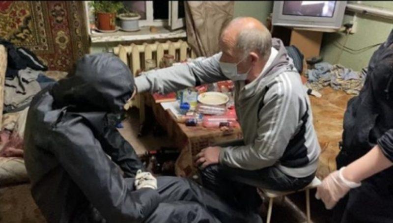 В Ленске мужчина зарезал знакомого, страдающего онкологией
