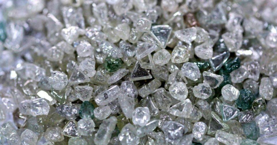 АЛРОСА в апреле успешно провела цифровой аукцион алмазов спецразмеров