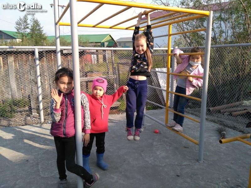 Было бы желание. В поселке Белая Гора построили детскую площадку