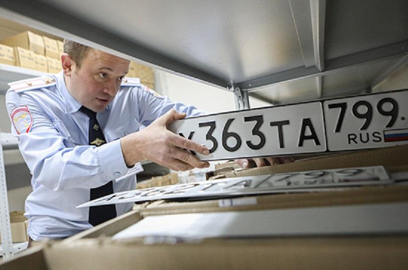 Сотрудники ГИБДД будут проверять зарегистрированные в МФЦ автомобили