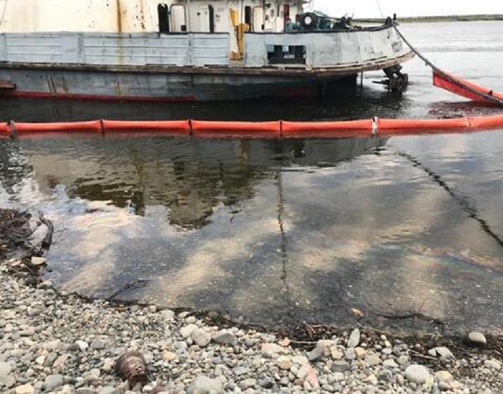 На реке Алдан произошел разлив нефтепродуктов