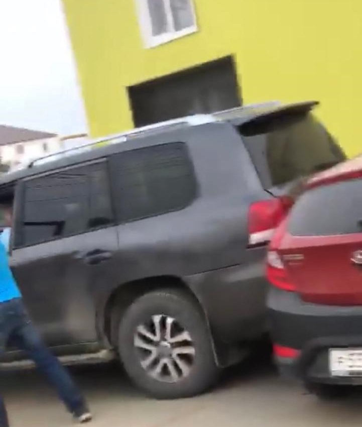 Житель Якутска повторно сел за руль пьяным и протаранил два автомобиля